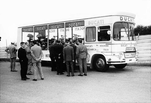 Transport de véhicules. 29i65d